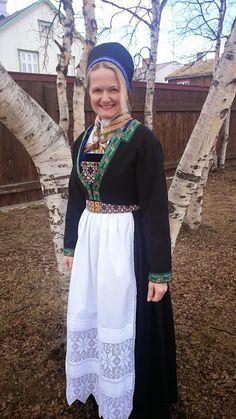 Bilderesultat for osbunad Folk Costume, Costumes, Lace Skirt, Skirts, Norway, Google, Folk Art, Fashion, Outfits