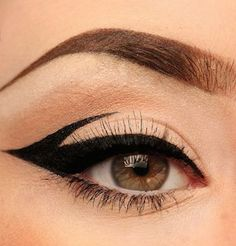 Trend Alert: Graphic Liner Pampadour Euphoria Makeup Alert Graphic liner Pampadour trend hacks for teens girl should know acne eyeliner for hair makeup skincare Edgy Makeup, Makeup Eye Looks, Eye Makeup Art, Cute Makeup, Pretty Makeup, Makeup Inspo, Eyeshadow Makeup, Glitter Eyeshadow, Eyeshadow Palette