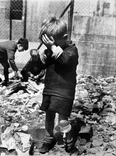 Roger Mayne Boy on a Bombsite, Waverley Walk, Harrow Road area, A beautiful interpretation of the effects of war on children. Hiroshima, Theme Tattoo, Old Photos, Vintage Photos, Roger Mayne, Fotojournalismus, War Photography, Powerful Images, Street Photographers