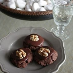 Afghan cookies-an intriguing cookie that you must try at least once if you haven't done so! Easy enough to bake with the kids too.