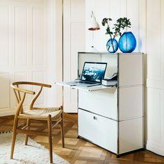 Das Home Office ist natürlicher Bestandteil des modernen Arbeitslebens. Ein ästhetisches Umfeld ist nicht nur eine Frage des Stils, sondern auch von Wohlbefinden und Motivation. USM bringt Qualität an den Arbeitsplatz zu Hause – und in Ihr Leben.