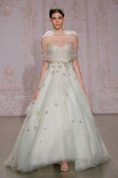 Abiti da sposa Monique Lhuillier al New York Bridal fashion show fall 2015 Abiti  Da Sposa 1a36f5704d94