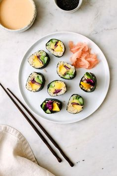Healthy Vegan Snacks, Vegan Recipes Easy, Vegetarian Recipes, Eating Healthy, Vegan Cauliflower, Cauliflower Recipes, Easy Sushi Rolls, Mango Sushi, Sushi Roll Recipes