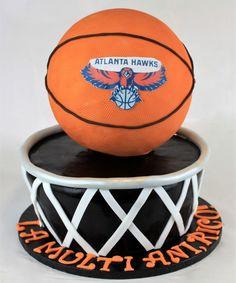 Cei pasionati de acest minunta sport, basketul, au de azi inainte o varianta pentru tortul personalizat, realizat in forma unui cos pe care este asezata o minge. Daca ai o alta idee despre cum trebuie sa arate tortul tau, asteptam propunerile tale! Des Baskets, Atlanta Hawks, Cos