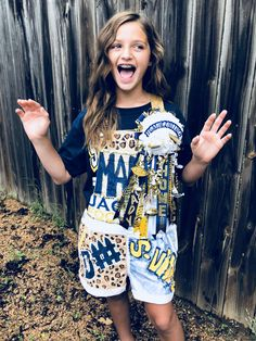 Painted Homecoming Overalls Homecoming Ideas, Prom, Senior Overalls, Mother Birthday Presents, Pride Day, Diy Shorts, Pep Rally, Painted Clothes, Hallway Ideas