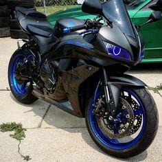 600rr Motorcycle Helmet Design, Motorcycle Style, Motorcycle Gear, Honda Sport Bikes, Gp Moto, Motorcross Bike, Custom Sport Bikes, Stunt Bike, Honda Cbr 600