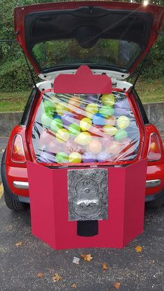 Gumball machine trunk or treat! Gumball machine trunk or treat! Gumball machine trunk or treat! Gumball machine trunk or treat! Holidays Halloween, Halloween Treats, Halloween Party, Halloween 2017, Halloween Costumes, Trunk Or Treat, Halloween Car Decorations, Harvest Party, Fall Harvest