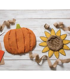 Create these adorable Fall Home Decor wire designs // Burlap // Fall crafts