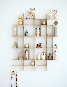 love that shelf!