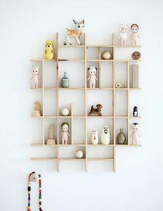 love that shelf!