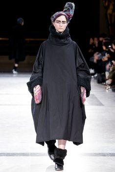 Yohji Yamamoto Fall 2014 Ready-to-Wear Collection Photos - Vogue