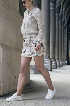 mini skirt Mode Blog, Sequin Skirt, Mini Skirts, Sequins, Ootd, Sneakers, Floral, Shoes, Fashion