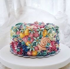 This article has collected a number of the latest female-themed birthday cakes. You can choose one based on the age and preferences of female friends. What are you waiting for, give her a good memory! Fancy Cakes, Cute Cakes, Pretty Cakes, Beautiful Cakes, Amazing Cakes, New Birthday Cake, Themed Birthday Cakes, Female Birthday Cakes, Flower Birthday Cakes