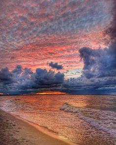 Beautiful Sunset, Beautiful Beaches, Nature Pictures, Beautiful Pictures, Cloud Photos, Sky Photos, Look At The Sky, Landscape Photos, More Photos