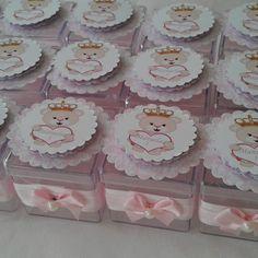 Rótulo para Caixinha Acrílica Ursinha Princesa no Baby Shower, Goodie Bags, Goodies, Blue Baby Showers, Girl Shower, Themes For Parties, Artists, Babyshower, Sweet Like Candy