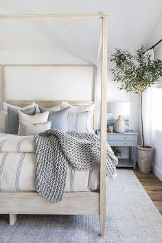 Small Room Bedroom, Modern Bedroom, Master Bedroom, Couple Bedroom, Small Rooms, Bedroom Wall, Bedroom Inspo, Home Decor Bedroom, Bedroom Ideas