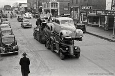 A 1939 GMC transporter truck carries 1940 Pontiacs. Behind the transporter is a 1940 Dodge. Cool Trucks, Big Trucks, Cool Cars, Semi Trucks, Buick, Automobile, Paris Vintage, Mazda Cars, Car Carrier