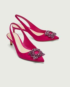 Zara releases cut-price versions of Manolo Blahnik Slingback Shoes, Women's Shoes Sandals, Shoe Boots, Slingbacks, Estilo Carrie Bradshaw, Carrie Bradshaw Shoes, Hipster Shoes, Beaded Shoes, Jessica Parker