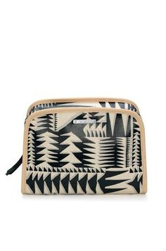 Our travel makeup bag is ethical in vegan leather & cute in geo print for travel or home use. Discover cute makeup bags & beauty bags from us at Stella & Dot.