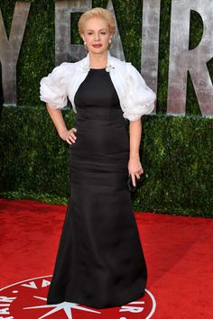Carolina Herrera Evening Dress - A puff-sleeved white bolero added a lot of glamour to Carolina Herrera's black column dress at the 2010 Vanity Fair Oscar party. Carolina Herrera Dresses, Ch Carolina Herrera, Silver Evening Gowns, Evening Dresses, Clothes For Women Over 50, Column Dress, Gowns With Sleeves, Style And Grace, Classic Outfits
