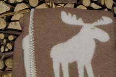Hnedá deka z ovčej vlny so sobmi