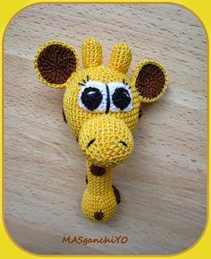 Sonajero de ganchillo con forma de jirafa.