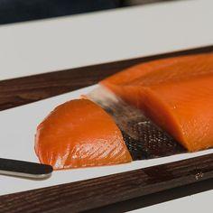 Il salmone delle Isole Faroe incontra il faggio del Monte Caio sull'appennino parmense per dare vita a un prodotto davvero eccellente.  @upstream.claudiocerati #taste2018 #tasteleopolda #tastefirenze #italianexcellence #pittiimmagine #firenze #igersfirenze #igerstoscana #igersitalia #italianfood #madeinitaly #acquaementa #taste @pittimmagine #salmon #salmone #faroeisland #fish #smoked #salmoneaffumicato #upstream #faggio #montecaio