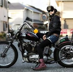 Motorcycles, bikers and Motos Bobber, Sportster Chopper, Bobber Bikes, Harley Bobber, Hd Sportster, Chopper Bike, Lady Biker, Biker Girl, Harley Davidson History