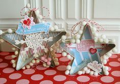 Cookie cutter ornaments with free printables and project sheet