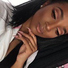 I wear Carmex more than any lipstick or lipgloss ☝️