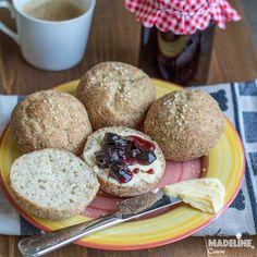 Chifle pufoase cu psyllium / Fluffy psyllium buns Lowest Carb Bread Recipe, Low Carb Bread, Low Carb Keto, Romanian Food, Romanian Recipes, Almond Flour, Food Inspiration, Bread Recipes, Buns