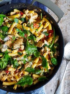 Pasta med bacon, kylling og spinat – Food On The Table – Oppskrifters Pasta Med Bacon, Paella, Pasta Recipes, Food Inspiration, Nom Nom, Food And Drink, Dinner, Ethnic Recipes, Bacon Food