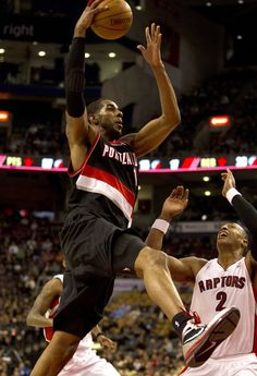 LaMarcus Aldridge drives to the hoop against Toronto. Aldridge had 33 points and 23 rebounds in the Blazers' 94-84 win.