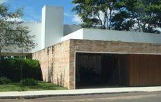 Image from http://cdn.mundodastribos.com/wp-admin/uploads/2010/07/muros-de-casas-bonitas-simples-com-pedras.jpg.