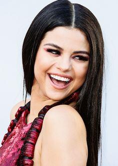 Selena Gomez Follow me @verayouknow ☁☁