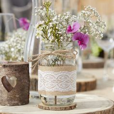 Deko-Glas Vintage mit Jute und Spitze, x 12 cm This romantic and rustic decorated decorative glass is perfect as a centerpiece for the table decoration! Also wonderful to use as decoration after the wedding. Rustic Wedding Centerpieces, Wedding Table Centerpieces, Wedding Decorations, Rustic Wedding Table Decorations, Wedding Jars, Diy Wedding, Wedding Guest Book Alternatives, Vases Decor, Glass Jars
