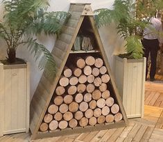 A distinctive and striking addition to your garden, the Forest Pinnacle Log Store provides an attractive and practical outdoor space to store your fire logs so they stay dry and protected from the weather. Outdoor Firewood Rack, Firewood Storage, Diy Yard Storage, Outdoor Wood Burner, Log Shed, Aquarium Shop, Pressure Treated Timber, Log Store, Permaculture Design