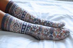 Slow fashion / Pomalá móda Archives - Strana 2 z 6 - Prošikulky. Thing 1, Secret Love, Drops Design, Knitting Socks, Mitten Gloves, Slow Fashion, Knitting Patterns, Knit Crochet, Sewing