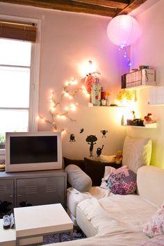 Adore this tiny apartment! Home Office, Appartement Design, Apartment Living, Studio Apartment, Apartment Ideas, Apartment Therapy, Studio Apt, Parisian Apartment, Studio Living