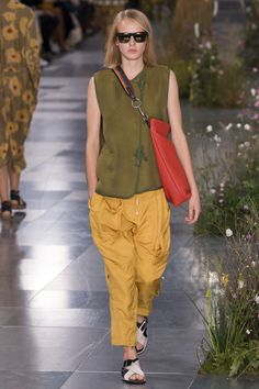 Paul Smith Spring 2017 Ready-to-Wear Fashion Show Collection