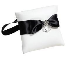 Je geliefde viervoeter mee naar de huwelijksceremonie? dan is dit ringkussen zeker een mooie accessoire