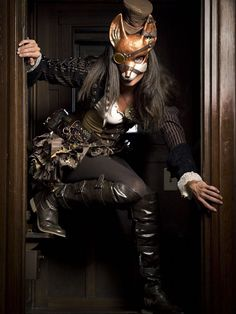 Here kitty, kitty, kitty... I love this outfit!! Steampunk