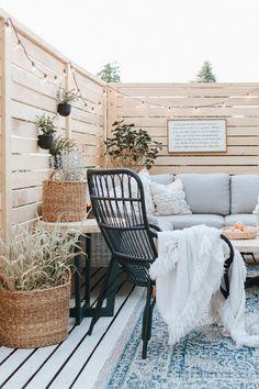 Deck Makeover [Before +After] – Jessica Sara Morris - Terrasse Deck Makeover, Backyard Makeover, Outdoor Deck Decorating, Outdoor Decor, Outdoor Rooms, Outdoor Patios, Outdoor Gardens, Outdoor Patio Ideas On A Budget Diy, Deck Decorating Ideas On A Budget