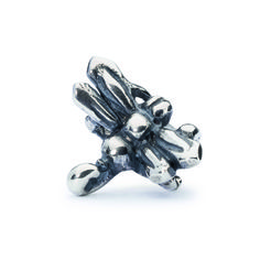 Dragonfly Bead by Trollbeads - Shop the 2015 Spring Collection at www.trollbeads.com #newhorizons #handcrafted