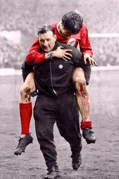 Bob Paisley & a bloodied Emlyn Hughes via @footyphotos1