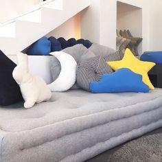 d2311277ba Day bed ou sofá futon turco com almofadas da nossa coleção Petit Futon by Futon  Company