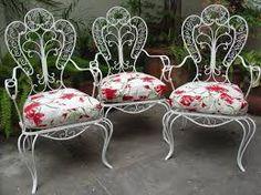 So Glittering: abril 2013 Vintage Patio Furniture, Metal Furniture, Garden Furniture, Iron Art, Dyi Crafts, Metal Artwork, Rose Cottage, Metal Chairs, Wood And Metal