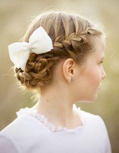 18 peinados para hacer la Primera Comunión con los que tu hija estará preciosa