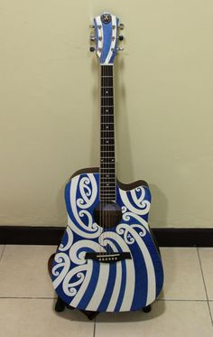 Moko Guitar J.R 2012 by Ashley Foo Maori Symbols, Polynesian Art, Maori Designs, French Collection, Nz Art, Dance It Out, Maori Art, Kiwiana, Guitar Art