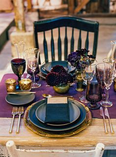 Jewel Toned Color Palette: Rich jewel tones are such an excellent complement to the stark beauty of winter. This luxurious place setting uses a variety of fun hues and gilded accents to create a grand statement. | 9 Holiday Place Settings by Color Palette